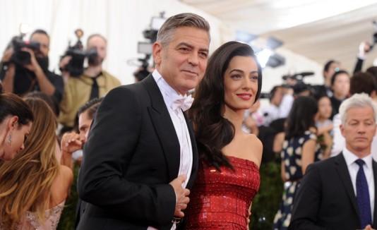 George Clooney y Amal Clooney en la Met Gala