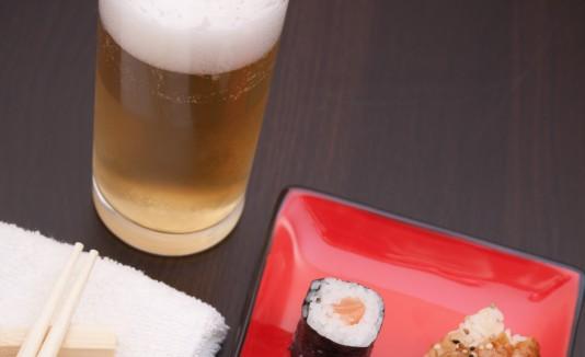 Sushi y cerveza