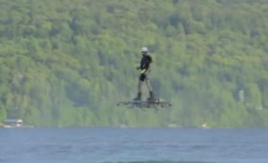 Hombre hace el viaje más largo en hoverboard