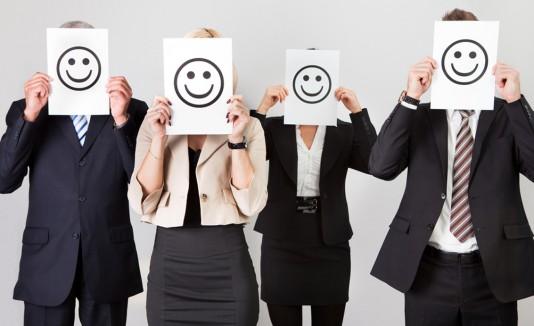 Personas con caritas felices en el trabajo