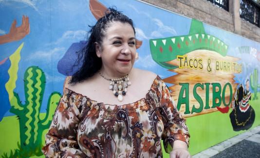 La mexicana Gabriela Ureña, natural de Guadalajara,  es la chef de Tacos & Burritos, y promete en sus platos  auténtico sabor de su tierra.
