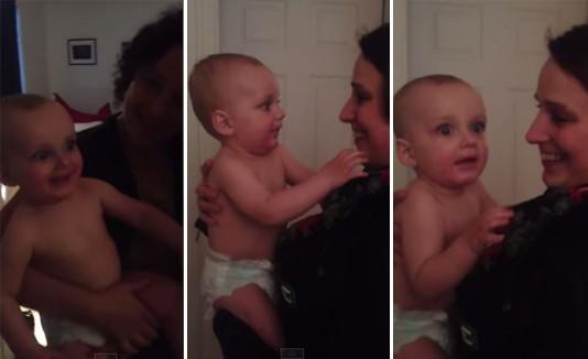 Bebé ve por primera vez a la gemela de su mamá