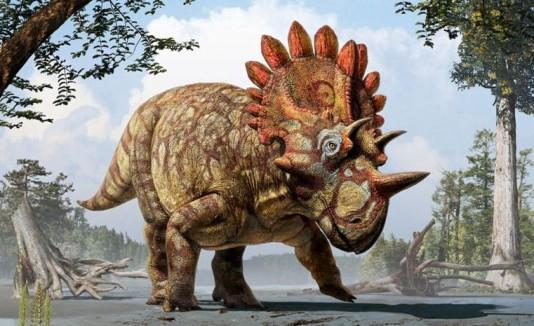 """Dinosaurio con corona de cuernos llamado """"Hellboy"""""""