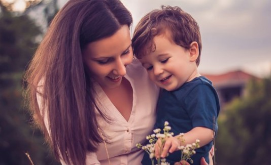 Madre con su hijo pequeño
