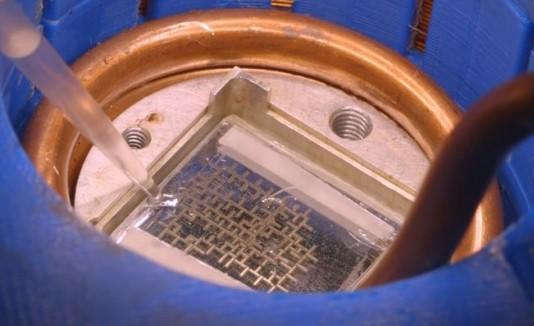Computadora que opera con agua