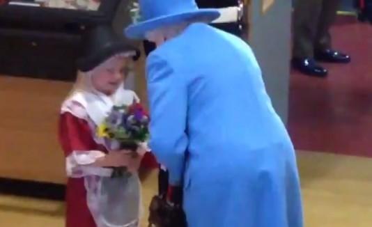 Niña y reina Isabel II