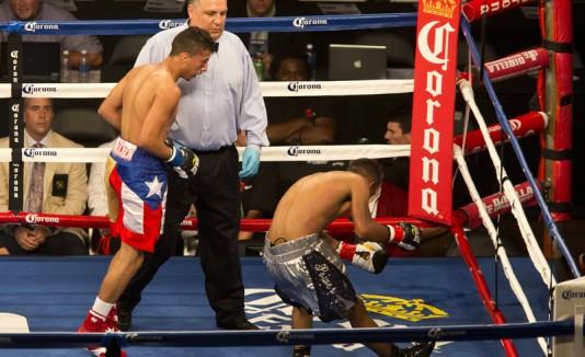 Zurdo Rosario derrotando a Andrés Balderas