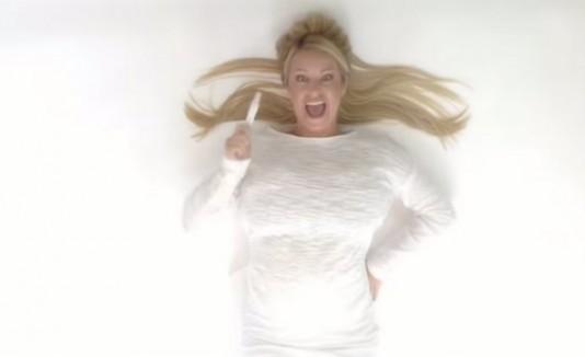 Celebran embarazo a lo Britney