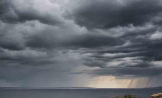 Cielo nublado con lluvias