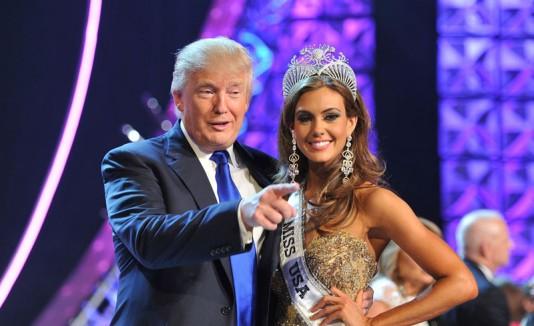 Donald Trump con una Miss