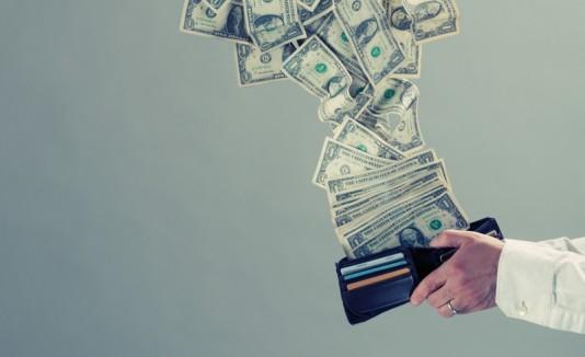 Dinero saliendo de una wallet