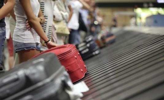 Maletas en el carrusel de un aeropuerto.