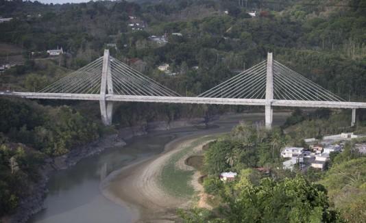 Puente atirantado en Naranjito.