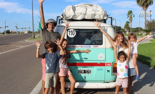 Familia viaja 6 meses para ver al papa