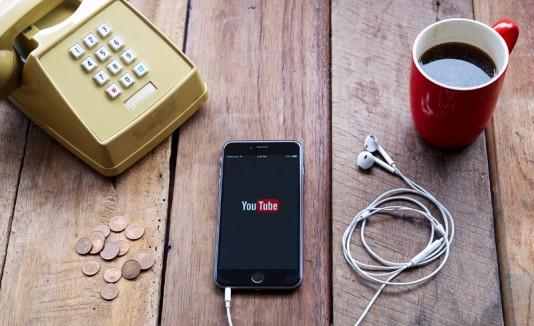 YouTube desde un celular.