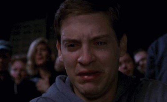 Tobey Maguire llorando