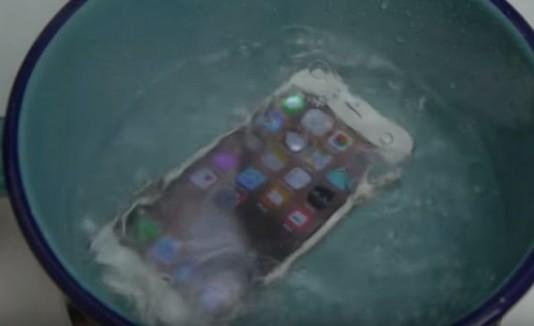 Iphone en agua hirviendo