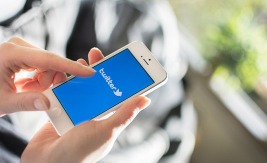 Twitter en un smartphone.