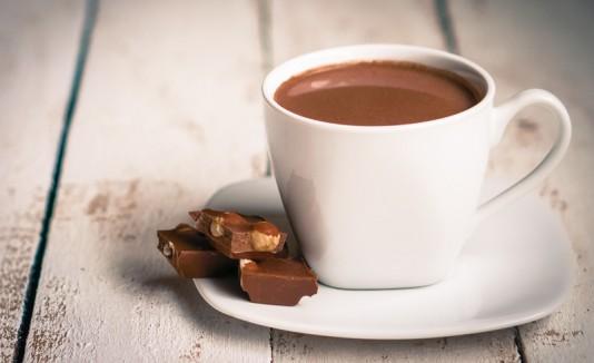 Taza de chocolate caliente.