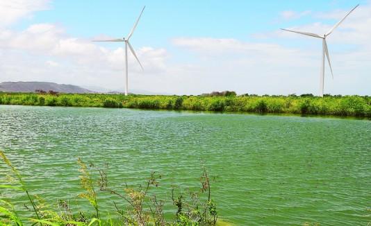 Charca de retención de agua para el riego de agrícola en Villalba.