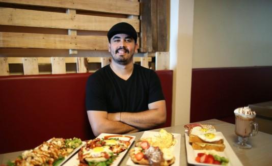 A sus 26 años, Jan Karlo Ruiz es el propietario de este exitoso restaurante de Isla Verde.