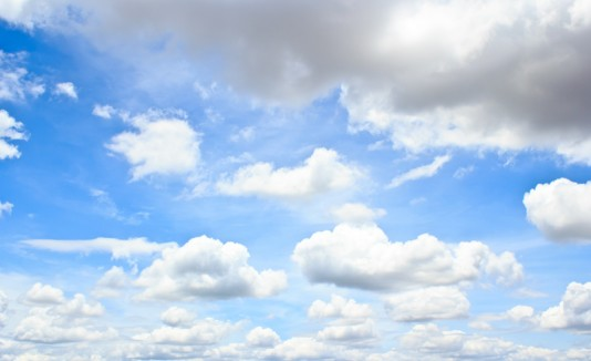 Cielo parcialmente nublado.