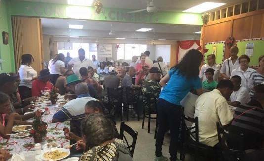 La cena navideña se ofreció en el Centro CINERET en Humacao.