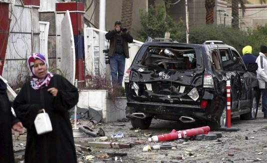 Los civiles en Irak están constantemente a merced de los ataques del Estado Islámico. Hace unos días, este coche bomba estalló dejando una estela de muerte y miedo.