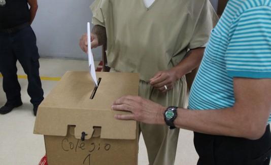 Confinados votan