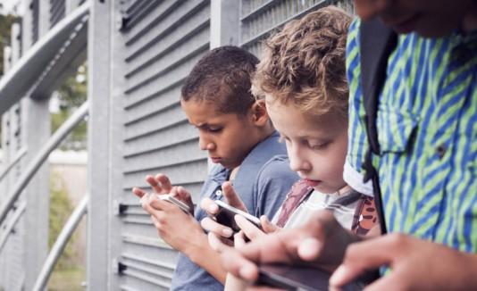 Niños celulares