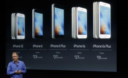 El vicepresidente de Apple, Greg Joswiak, destacó que el dispositivo tiene las mismas funcionalidades de los iPhone 6 lanzados en 2014.