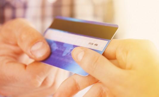 Tarjeta de débito o crédito