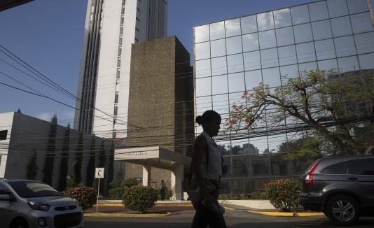 En la foto, el edificio que alberga la firma de abogados Mossack Fonseca en Panamá.