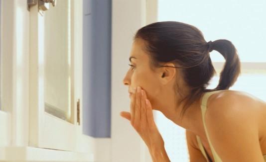 5 cosas que no debes decirle a las personas con tienen acné