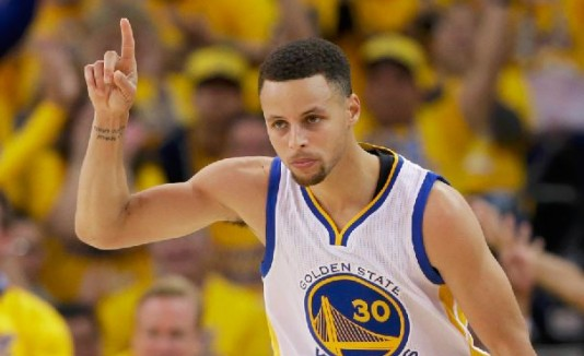 Otorgan premio Magic Johnson a Stephen Curry