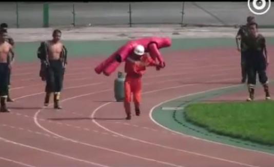 Bombero chino entrenamiento
