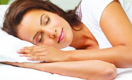 Si padeces de alergia o asma, debes cuidarte de los ácaros en tu almohada.