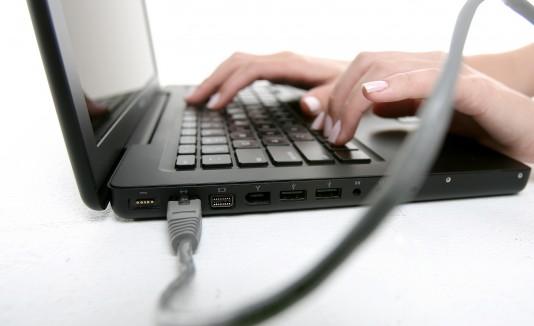 Al visitar algún sitio en el Internet, dejas un pedazo de tu información.