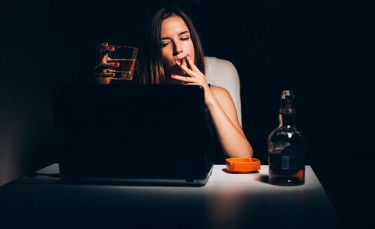 Fumar y beber alcohol