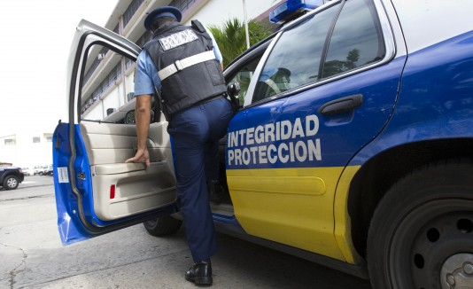 """Directora ejecutiva de Amnistía Internacional de Puerto Rico, Liza Gallardo, considera """"preocupante"""" el """"sentido de impunidad que muestra la actitud del agente"""" en un vídeo filmado el martes durante la caravana de los atletas boricuas."""