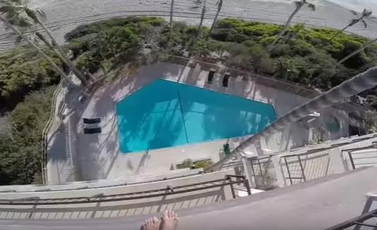 Salto en piscina