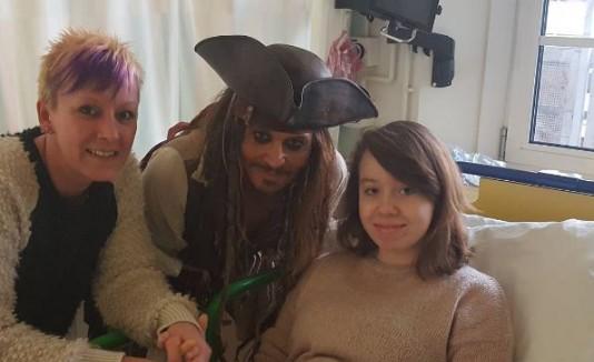 "El ""Capitán Jack Sparrow"" visita un hospital infantil"