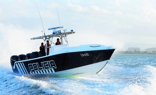 Unidad marítima, bote, policia