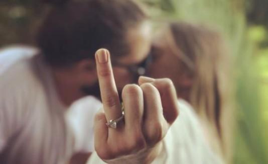 Margot Robbie se casa con Tom Ackerleym