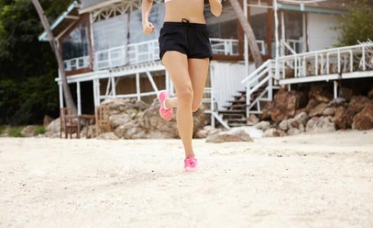 Corriendo en la arena, correr, playa, ejercicio