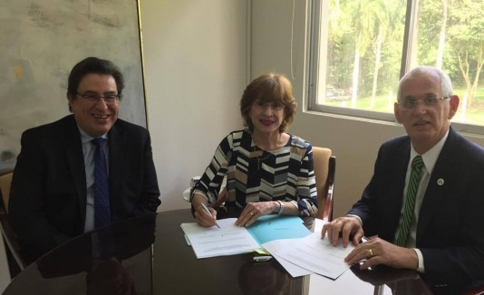 Rector UPR Cayey Mario Medina Cabán, presidenta UPR Celeste Freytes y rector RUM John Fernández Van Cleve