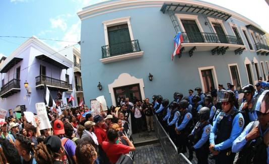 Protesta frente a Fortaleza