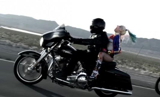 Harley Quinn como Lady Gaga