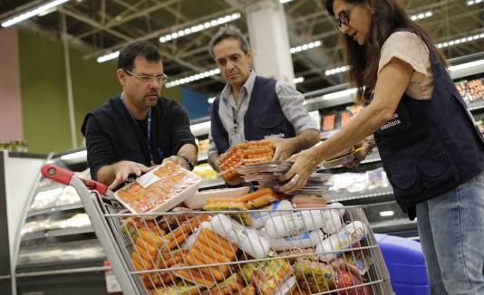 Inspectores brasileños confiscan paquetes de carne