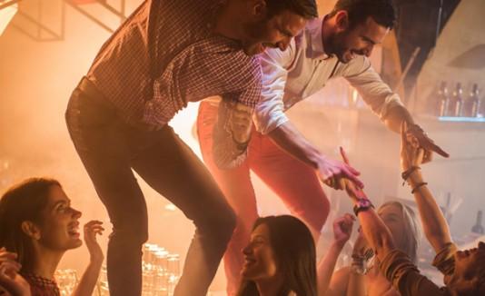 Bailando en un bar